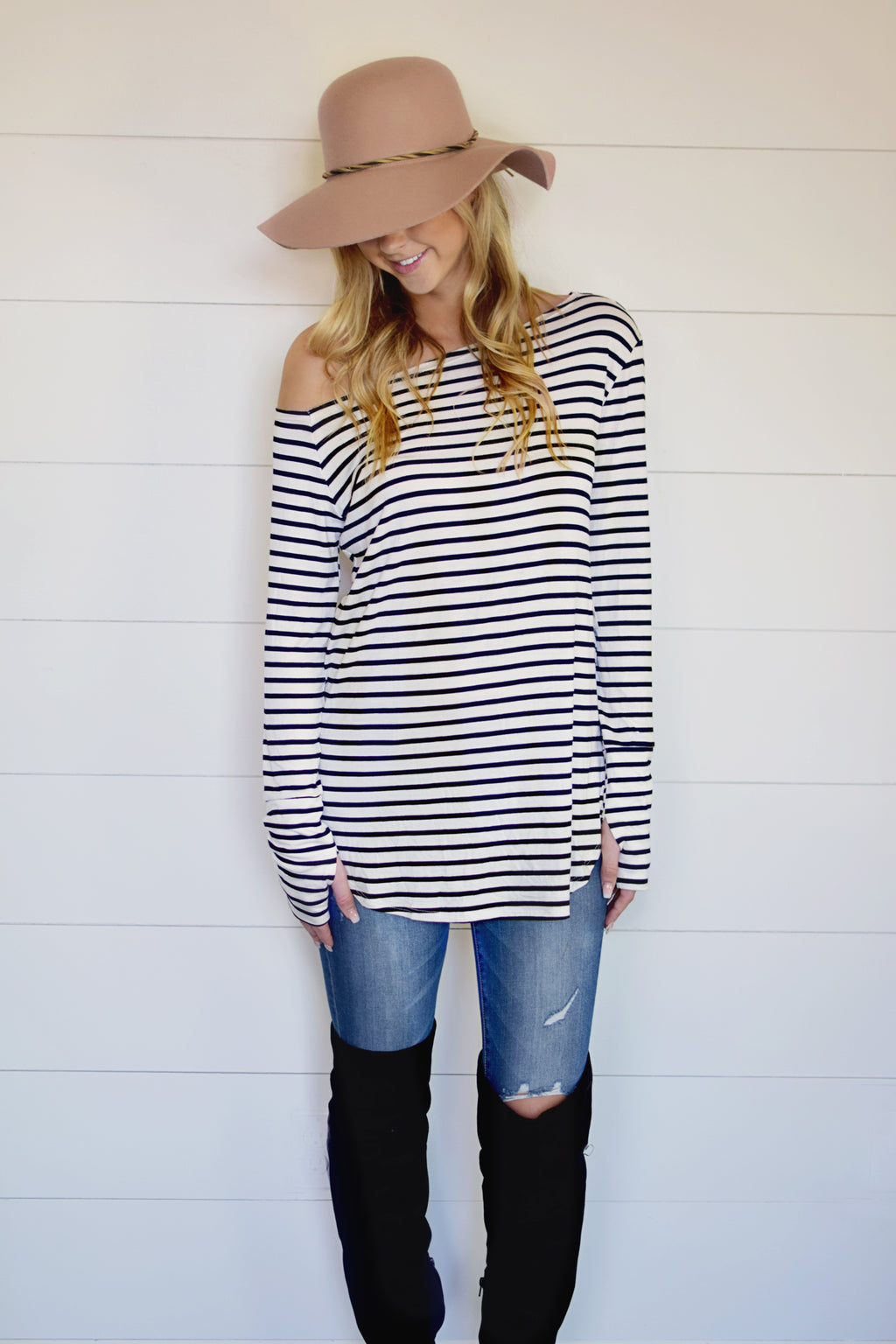 PLUS-OFF SHOULDER STRIPE THUMBHOLE TOP