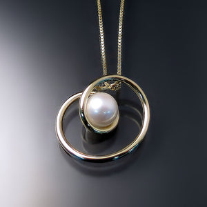 contemporary pearl pendant