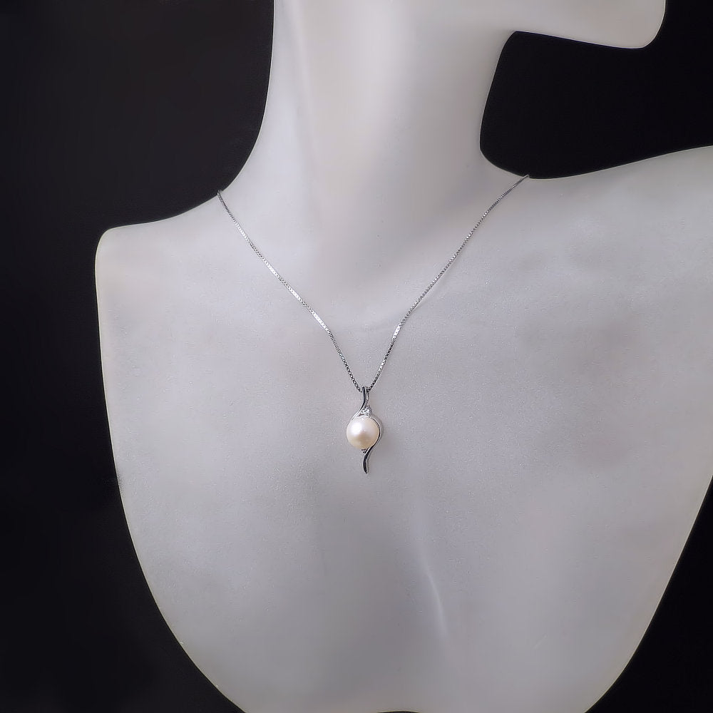 elegant-pearl-diamond-necklace