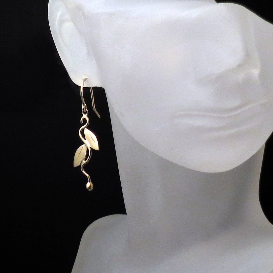 Leaf Design Dangle Earrings in 14K Gold