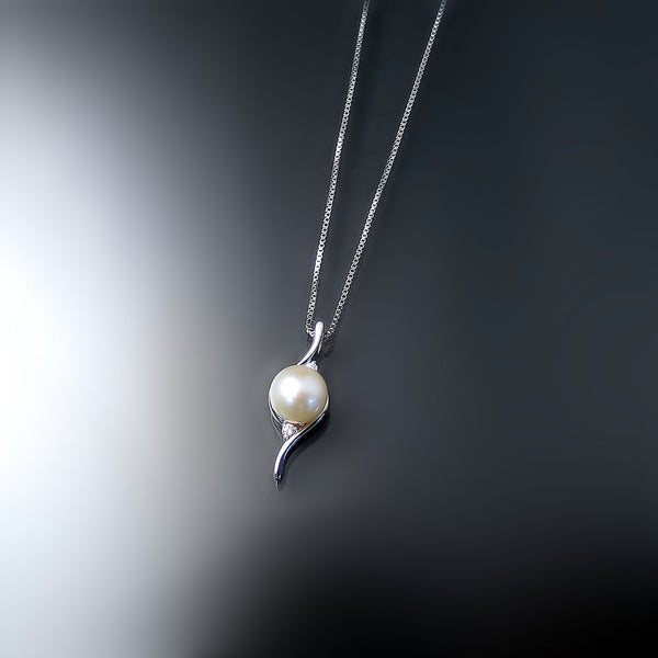 pearl-pendant-necklace-with-diamonds