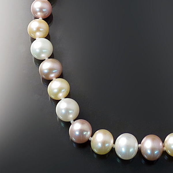 Multicolor pastel pearls necklace