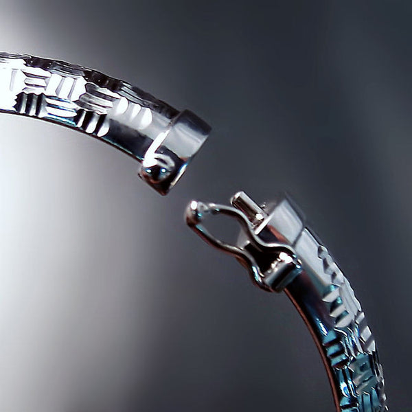 silver bangle clasp detail