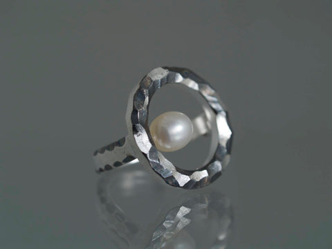 Cirklen, fingerring, 25 mm, sterling sølv med Akoya perle