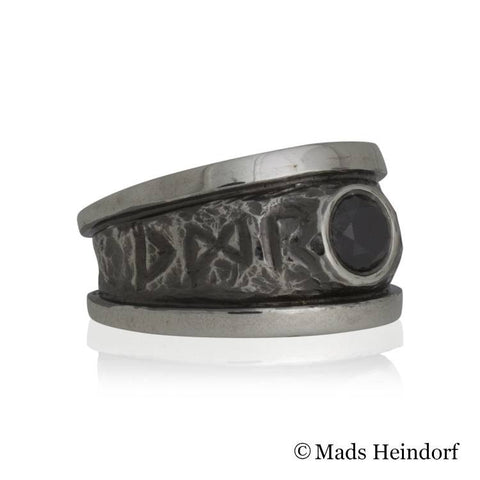 Valhalla, fingerring, sterling sølv med 1 sort diamant