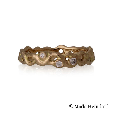 Skovkrat, fingerring, 4 mm bred, 18K, 3 klare diamanter