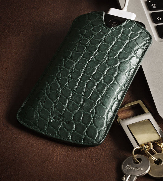 iPhone cover in alligator - dark brown