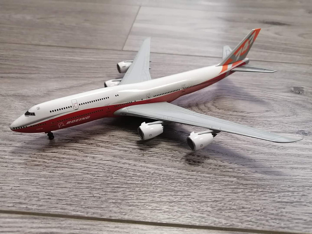 1:400 DRAGON BOEING HOUSE COLORS B747-8I