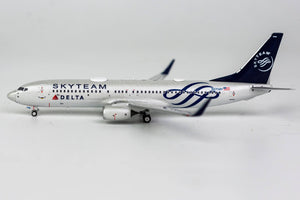 "1:400 NG DELTA AIRLINES B737-800/w N3758Y ""SKYTEAM"""