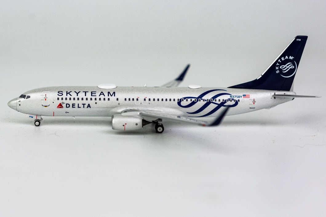 1:400 NG DELTA AIRLINES B737-800/w N3758Y