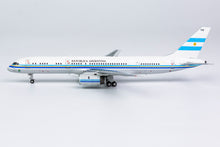 Load image into Gallery viewer, 1:400 NG FUERZA AEREA ARGENTINA 757-200 T-01