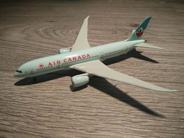1:400 DRAGON AIR CANADA 787-8