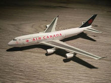 Load image into Gallery viewer, 1:400 DRAGON AIR CANADA  B747-433 C-FGHZ
