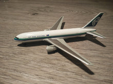 Load image into Gallery viewer, 1:400 DRAGON AIR NEW ZEALAND B767-219 ZK-NBA
