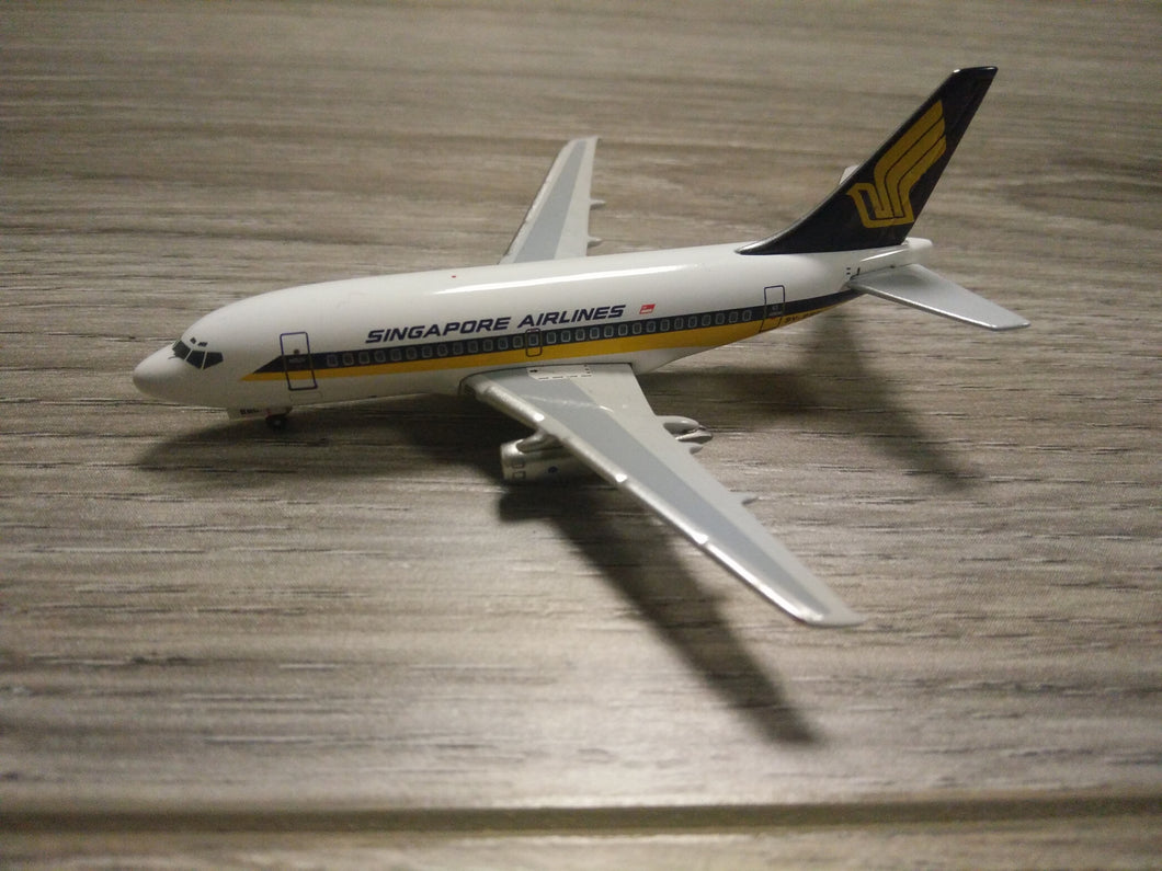 1:400 SEATTLE SINGAPORE AIR B737-100 9V-BBC