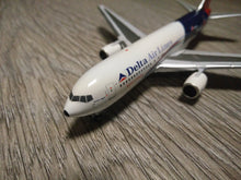Load image into Gallery viewer, 1:400 AEROCLASSICS DELTA B767-200 N102DA