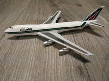 Load image into Gallery viewer, 1:400 GEMINI ALITALIA B747-100 I-DEMA