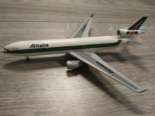 Load image into Gallery viewer, 1:400 DRAGON ALITALIA MD-11 I-DUPB