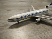 Load image into Gallery viewer, 1:400 DRAGON MANDARIN AIRLINES MD-11 B-151