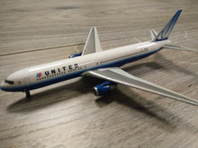 Load image into Gallery viewer, 1:400 DRAGON UNITED B767-300 N649UA