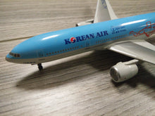 Load image into Gallery viewer, 1:400 DRAGON KOREAN AIR B777-200 HL7598