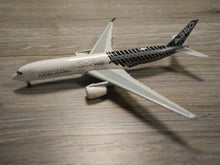 Load image into Gallery viewer, 1:400 PHOENIX AIRBUS A350-900 F-WWCF HOUSE LIVERY CARBON FIBRE