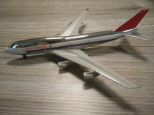 Load image into Gallery viewer, 1:400 DRAGON NORTHWEST B747-400 N661US
