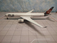 Load image into Gallery viewer, 1:400 AV400 FIJI A350-900 DQ-FAI