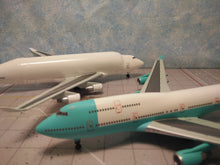 Load image into Gallery viewer, 1:400 DRAGON BOEING COMPANY B747 & B747 dreamlifter 2 pack N249BA & N747BC