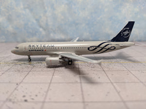 "1:400 PANDA AIR FRANCE A320 F-GKXS ""SKYTEAM"""