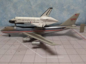 1:400 DRAGON NASA SPACE SHUTTLE COLUMBIA WITH B747-100 TRANSPORTER