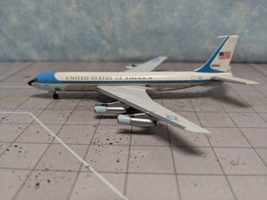 "1:400 DRAGON USAF VC-137C (B707) 26000 ""FLYING WHITE HOUSE"""