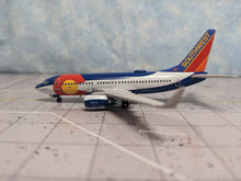 Load image into Gallery viewer, 1:400 GEMINI SOUTHWEST B737-700 N230WN