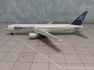 1:400 PHOENIX LAN ONE WORLD B767-300 CC-CXJ