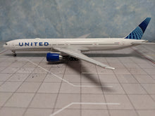 Load image into Gallery viewer, 1:400 GEMINI JETS UNITED B777-300ER N2749U (new livery)