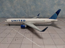 Load image into Gallery viewer, 1:400 GEMINI JETS UNITED  B767-300ER N676UA