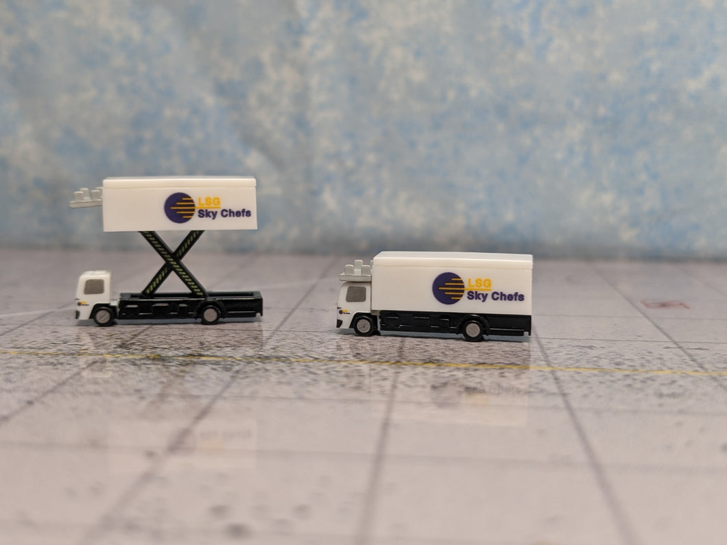 1:400 HERPA SCENIX CATERING TRUCKS PACK O' 2