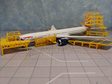Load image into Gallery viewer, 1:400 FANTASYWINGS GSE DUAL ENGINE MAINTENANCE SCAFFOLDING SET