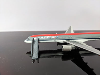 1:400 WINGS400 AIRCSTAIRS (757) GREY