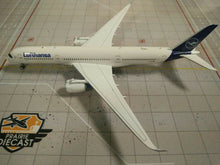 Load image into Gallery viewer, 1:400 AV400 LUFTHANSA A350-900 D-AIXI