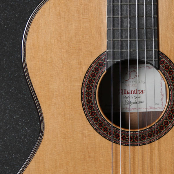 ALHAMBRA 7P Classic Guitar (with case)