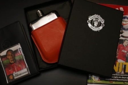 Manchester United SWIG Hip Flask Gift Set (available at www.swigflasks.com)