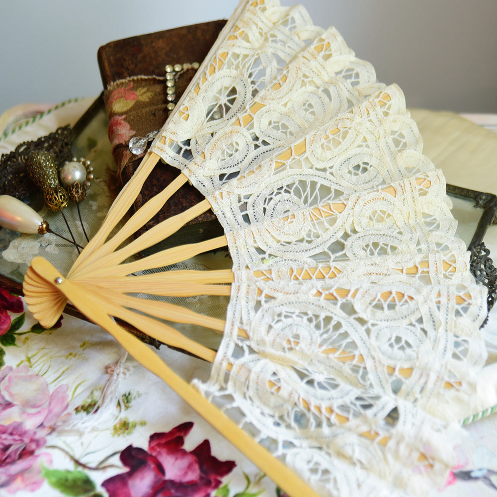 Cream Lace Fan