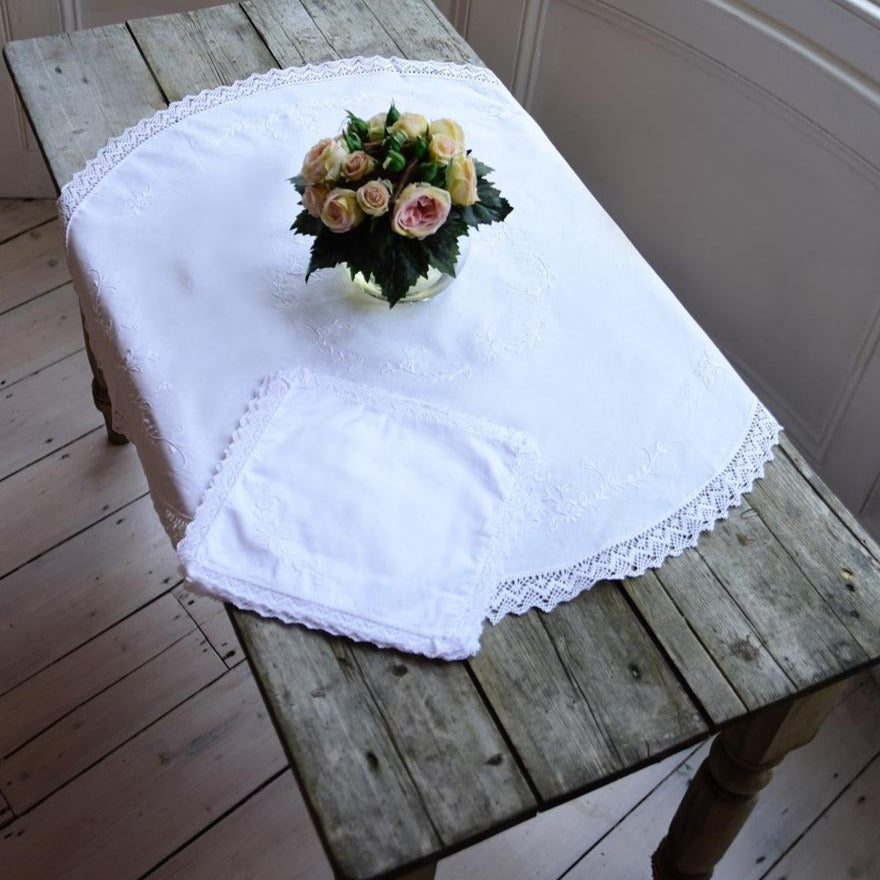 Round Tablecloth And Napkins Set
