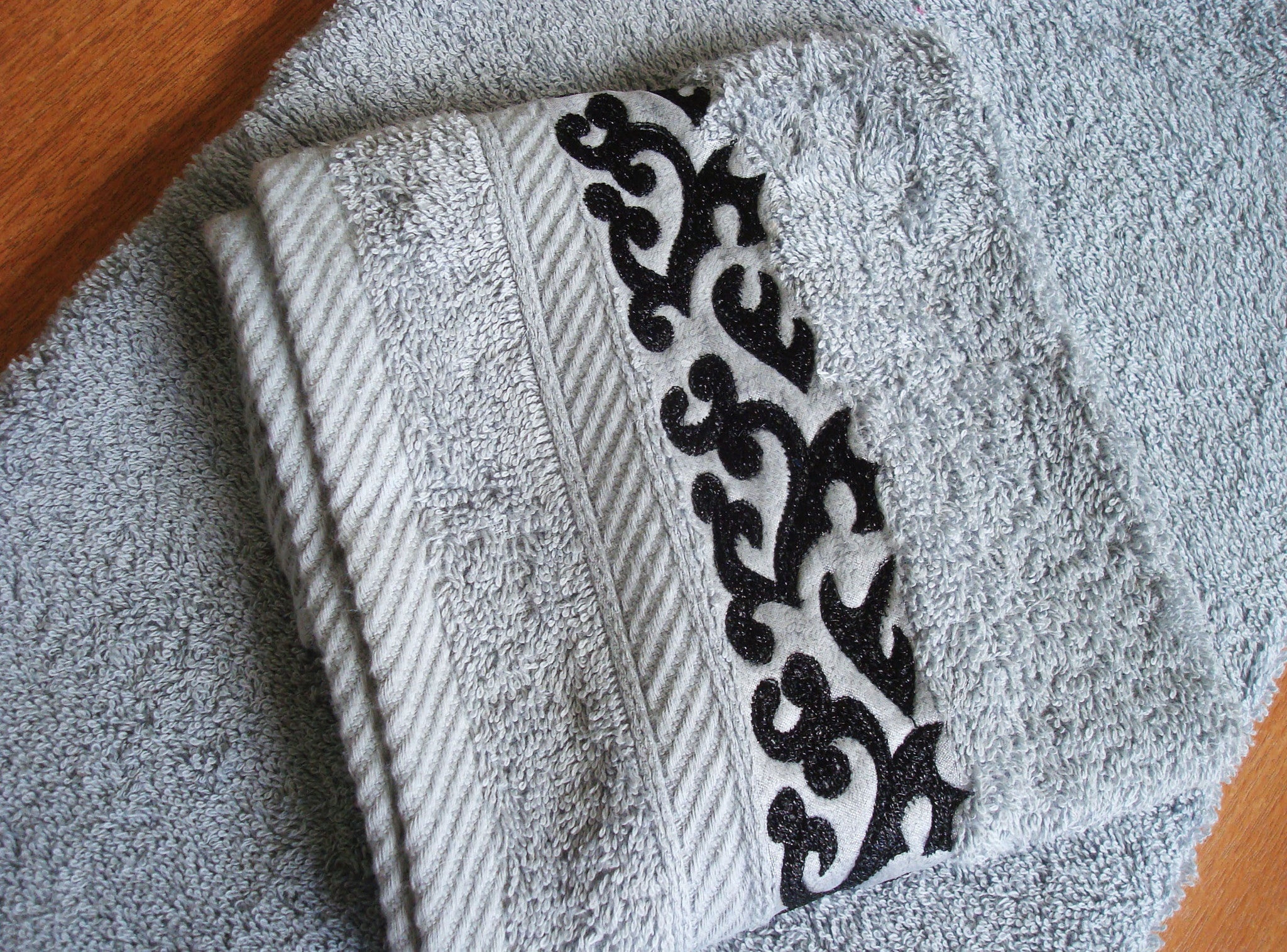 Embroidered Towel- Arabesque| منشفة مطرزة- نقش ارابسك