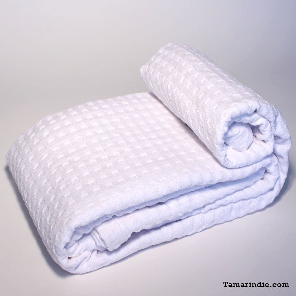 White Cotton Blanket|بطانية قطن بيضاء