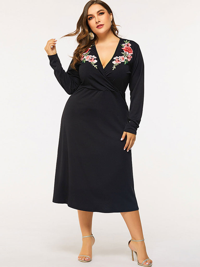 Women Plus Size Dress Sexy Embroidery Long-sleeved Deep V-neck Dress