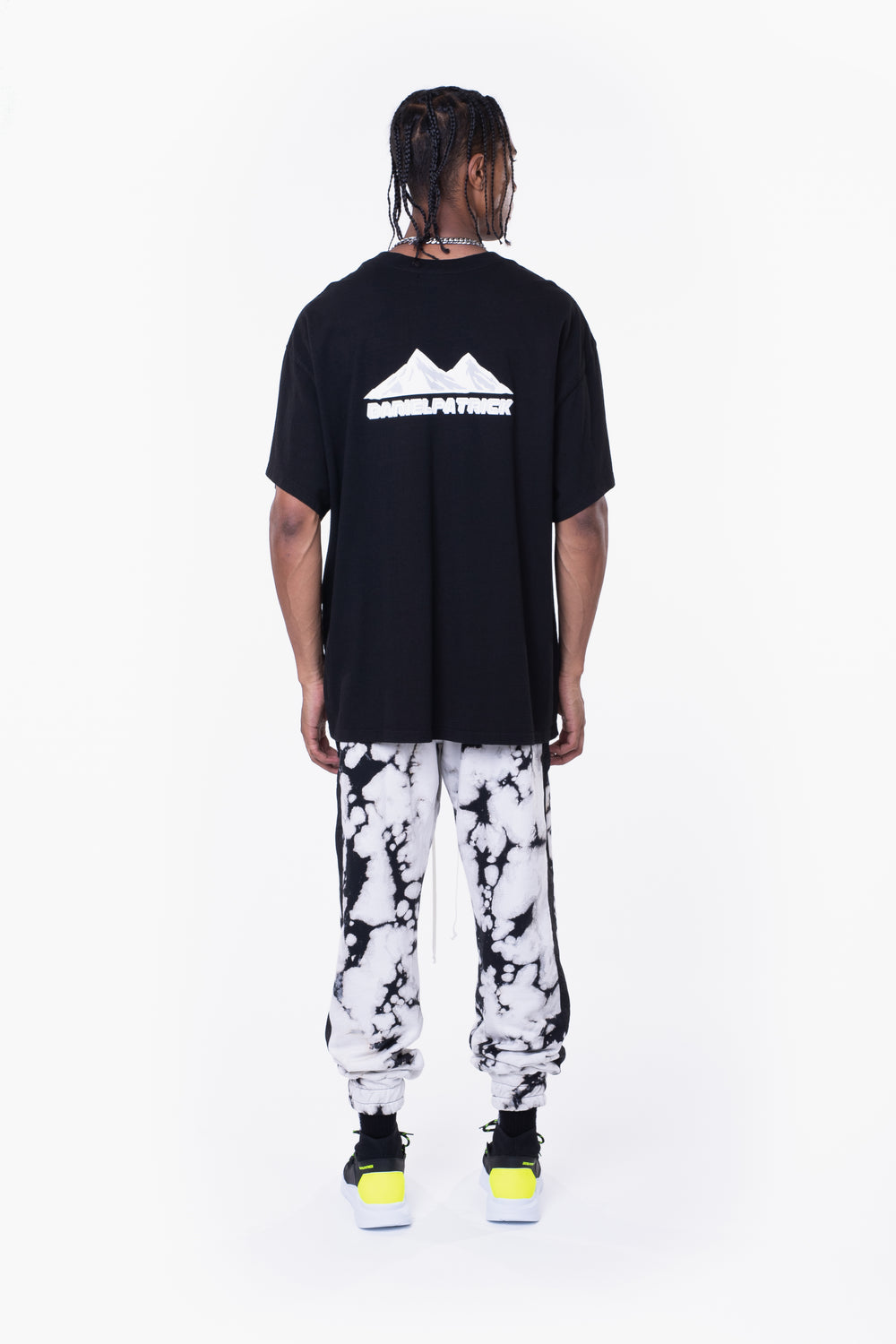 moving mountains tee / black