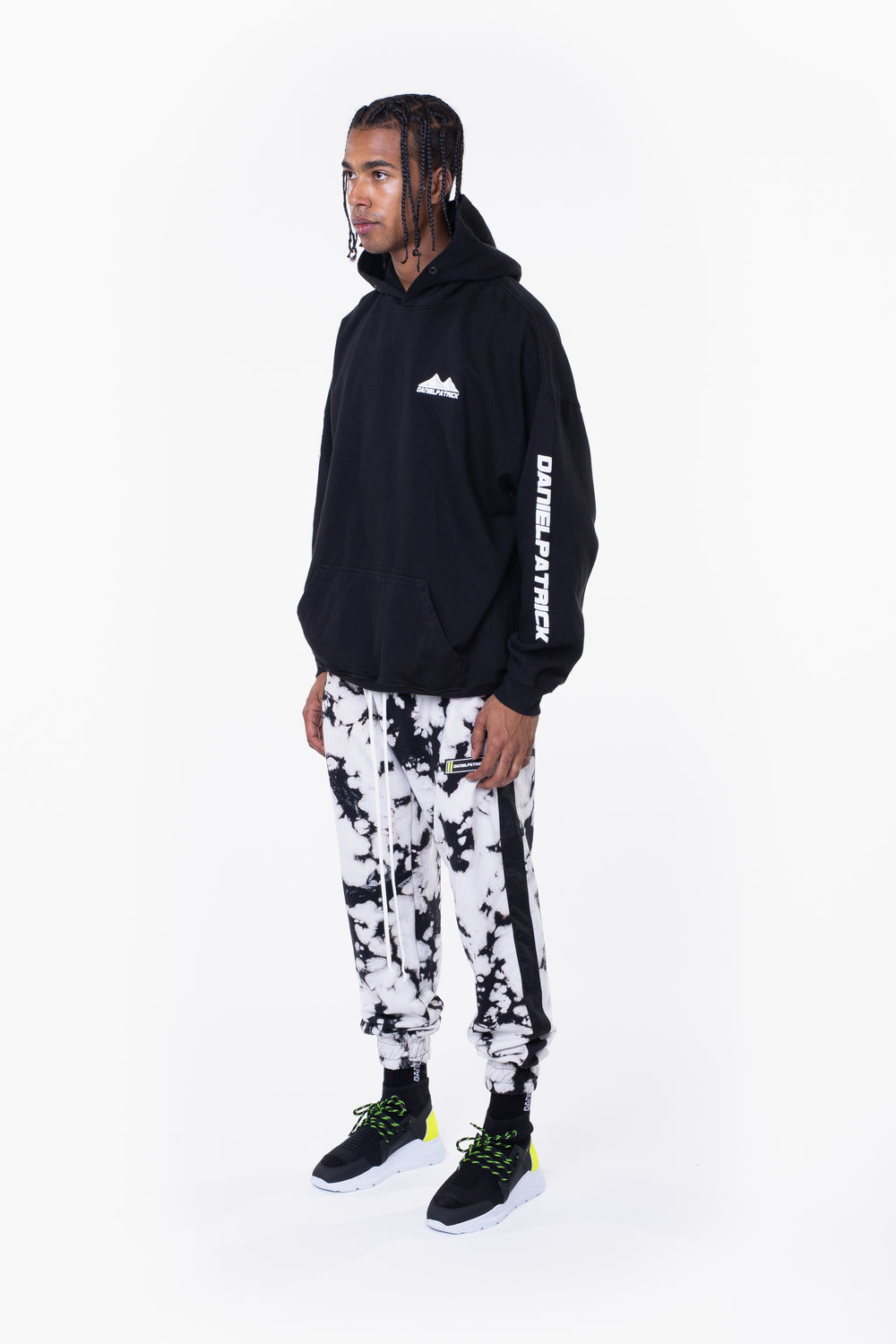 moving mountains hoodie / black