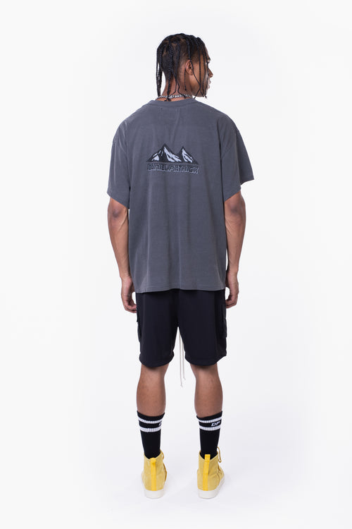moving mountains tee / vintage black
